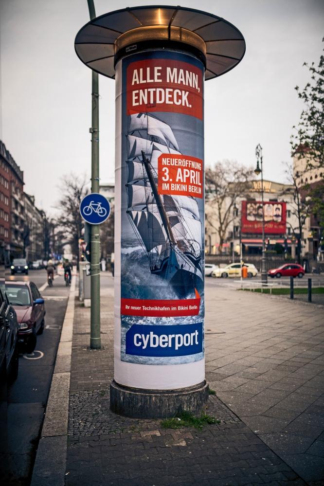 Logoform Cyberport_Berlin_KV_Litfasaeule